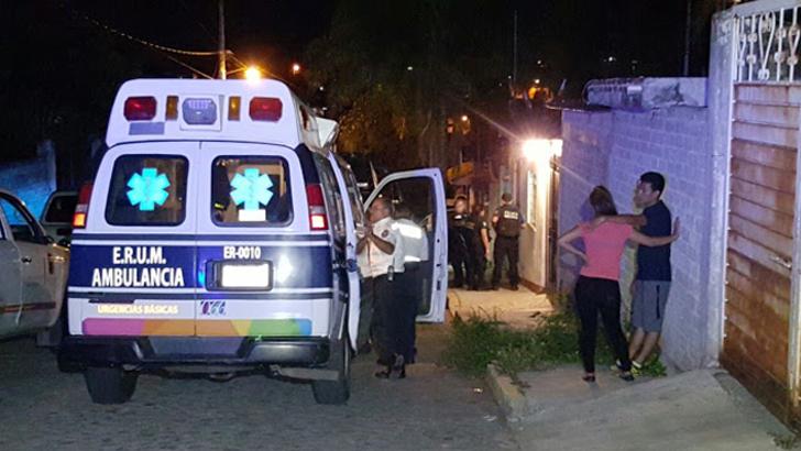 Homem morre após ter aguentado os peidos em casa da namorada