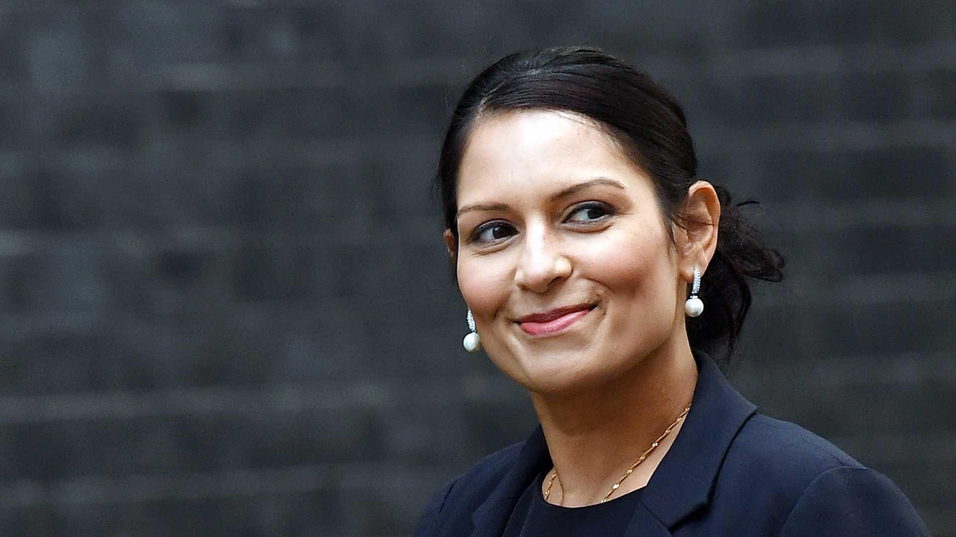Ministra britânica demitiu-se após reuniões secretas com Governo israelita