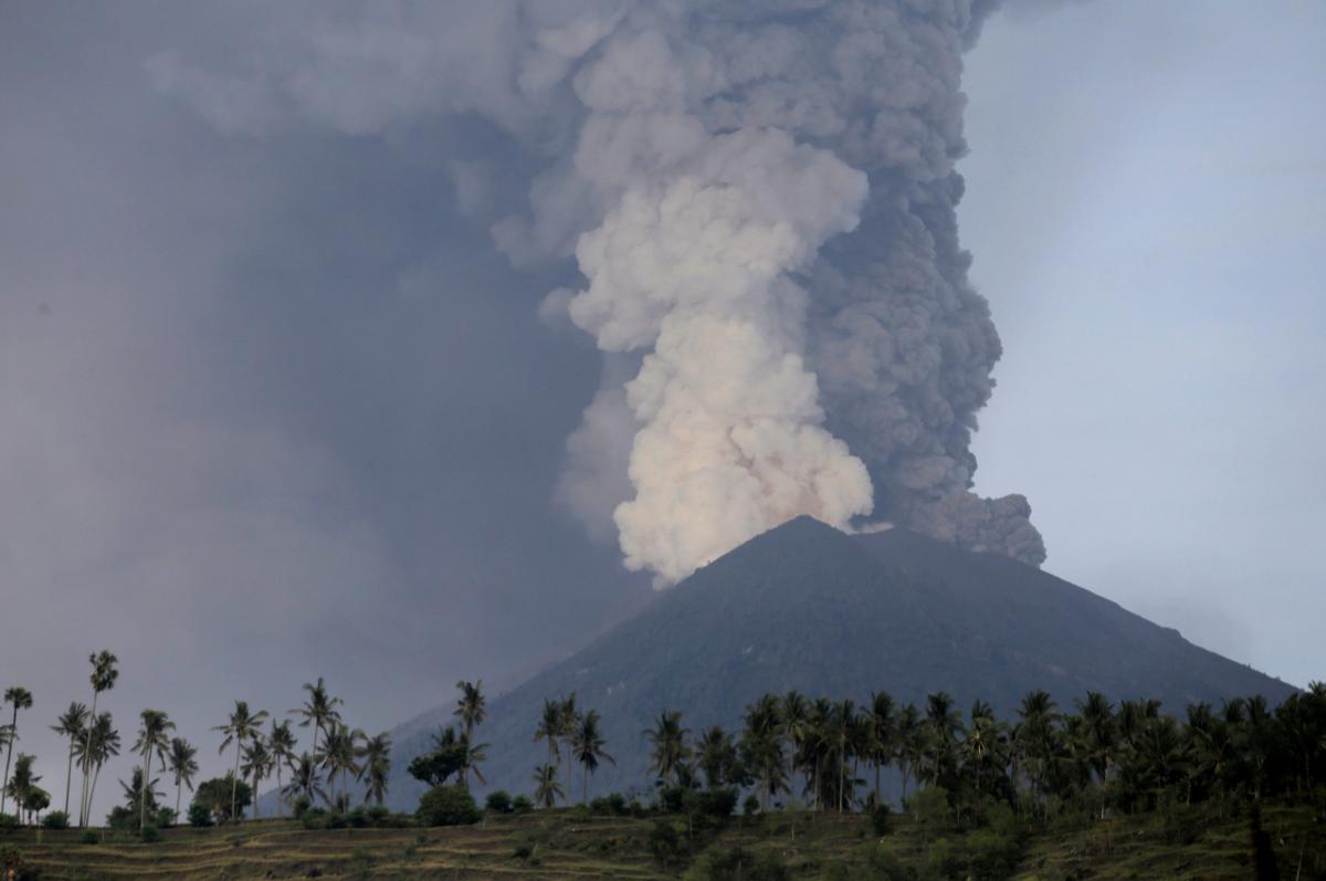 O Agung está pelas costuras e há 60 mil pessoas em risco