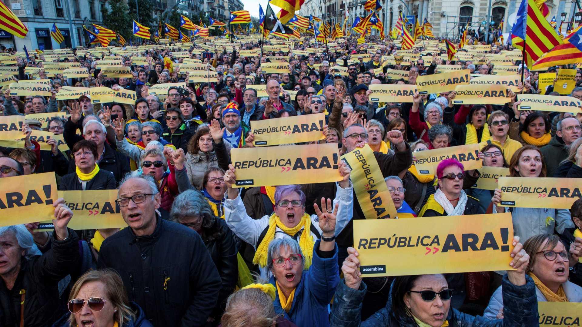 Milhares marcharam em Barcelona pela República da Catalunha