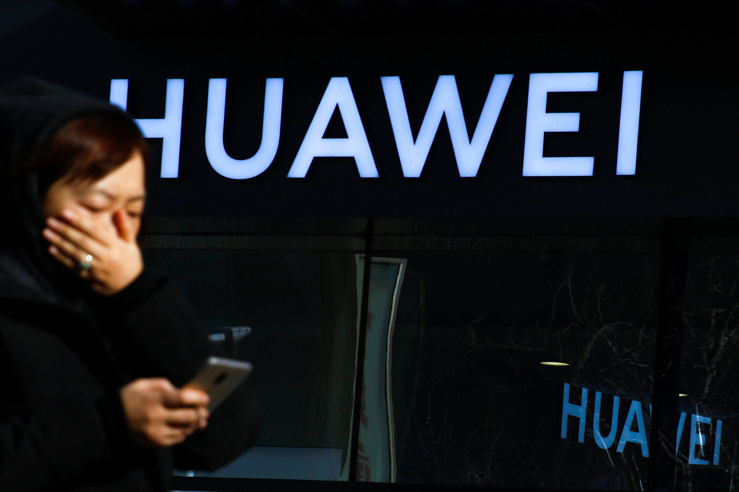 China acusa Reino Unido de ajudar Washington a prejudicar Huawei