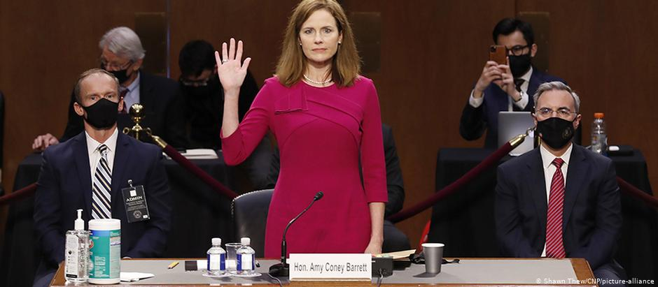 EUA: Republicanos do Senado  confirmam Amy Coney Barrett no STJ — Democratas impotentes